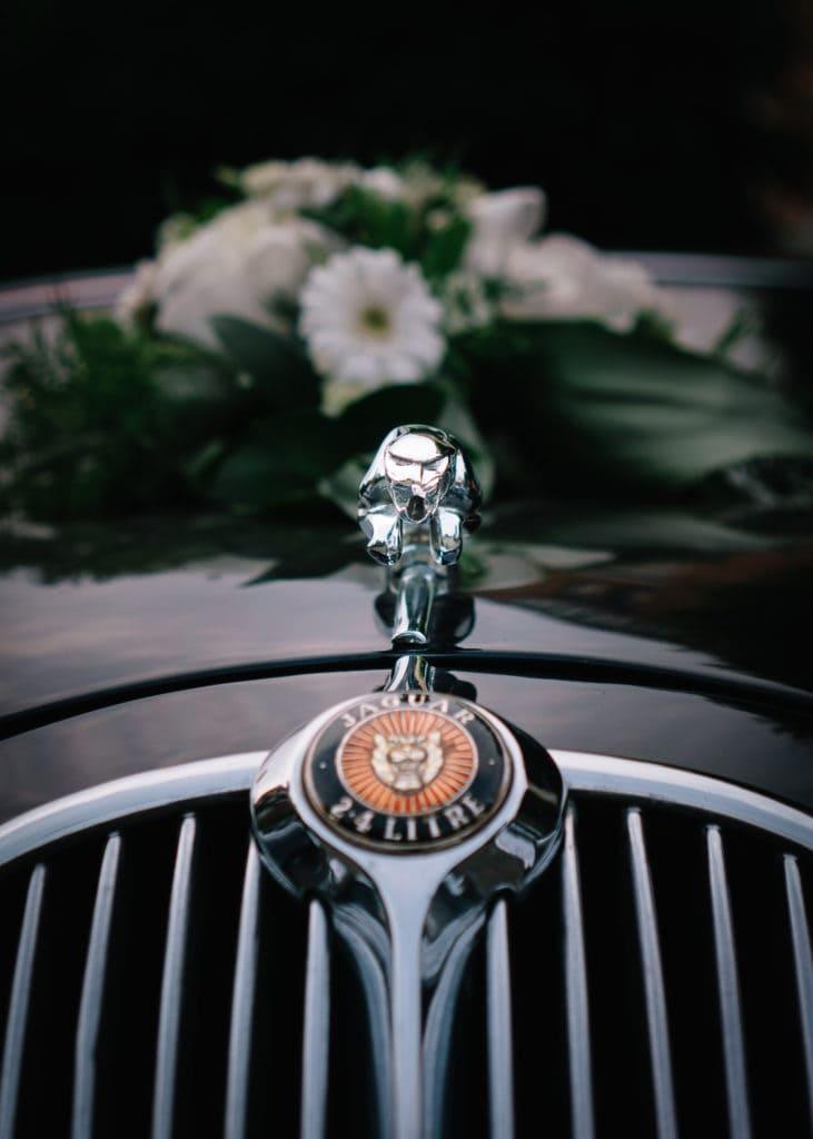 Ein Oldtimer als Brautmobil ist der Klassiker zur Hochzeit
