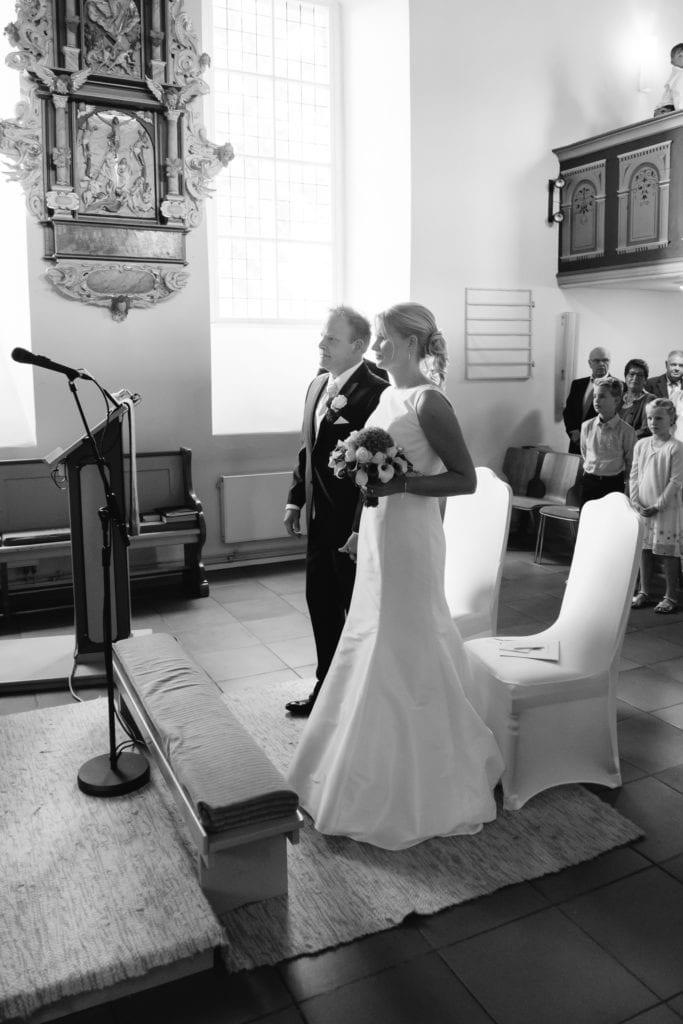 Hochzeitsfotografie in schwarzweiß zur kirchlichen Trauung