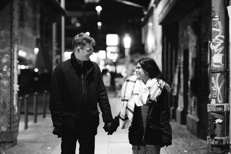 Verlobungsshooting im urbanen Raum