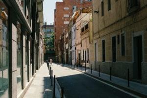 Barcelona hat ein relativ cooles Straßennetz, was häufig den Blick in lange Straßenschluchten liefert.