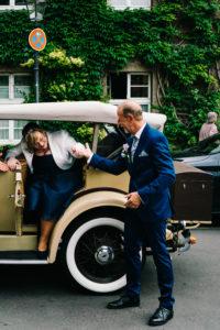 Ankunft vor der standesamtlichen Hochzeit in Berlin, Spandau, Hochzeitsfotografie von Christina Harms Fotografie