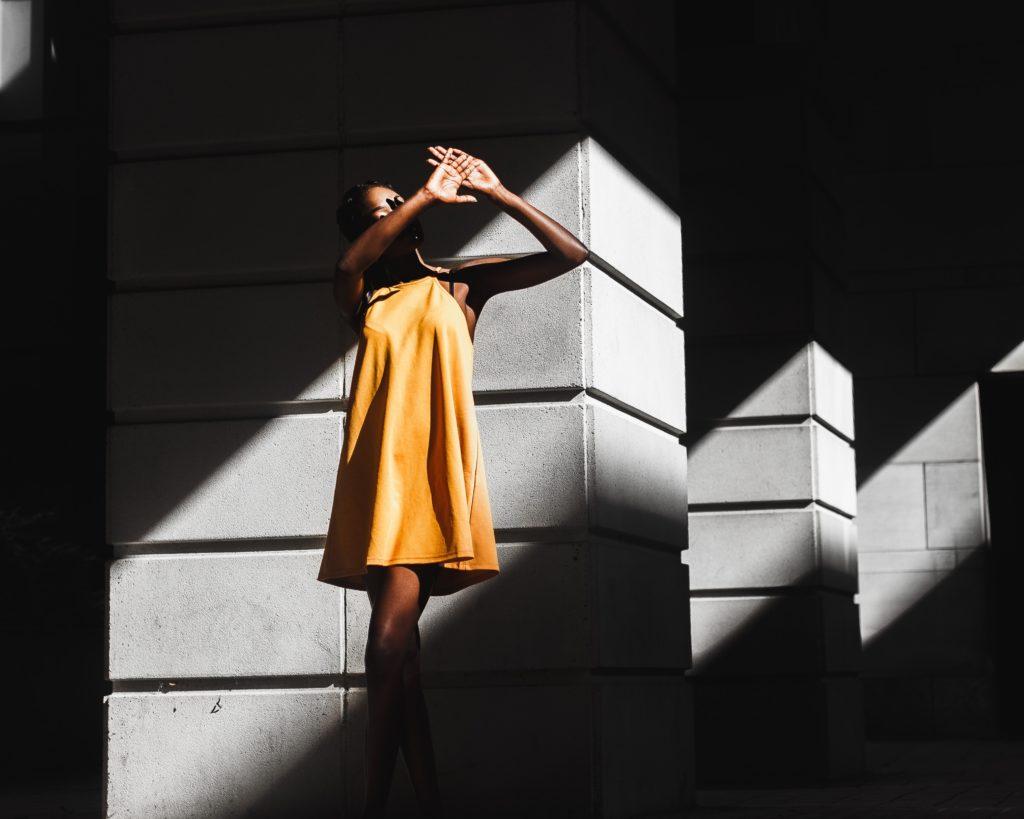 Licht und Schatten. Klare Linien, geschaffen durch Licht.