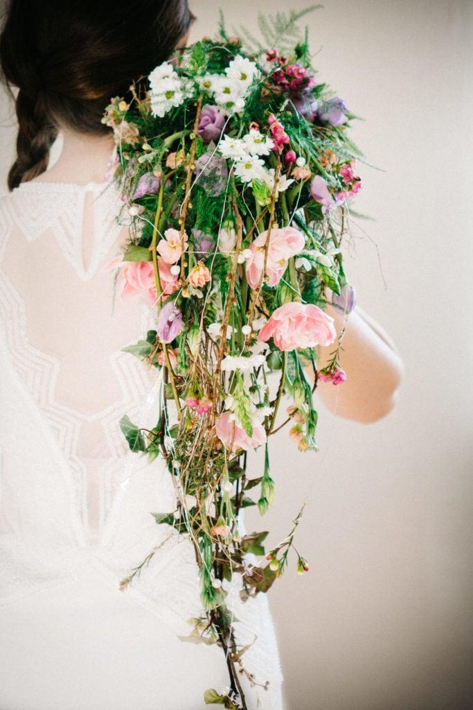 Wasserfall-Brautstrauß in der Hochzeitsfotografie