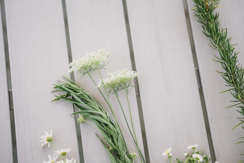 Die Zutaten für den DIY-Blumenkranz